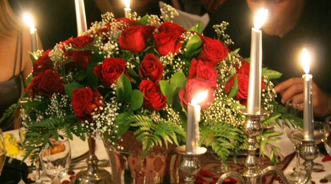 Red roses for a formal wedding dinner